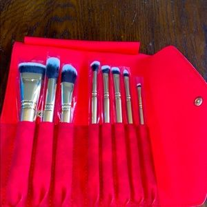 NWT luxe glitter and gold brush set